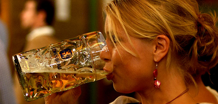 Woman-drinking-beer-by-a4gpa-Creative-Commons.jpg